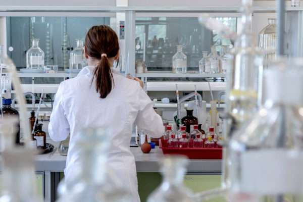 How much does a Lab Technician Earn?